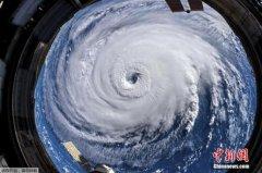 """直逼美国东海岸飓风""""佛罗伦斯""""已减弱为一级风"""