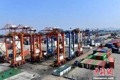 前三季度中国累计进口10.42万亿元
