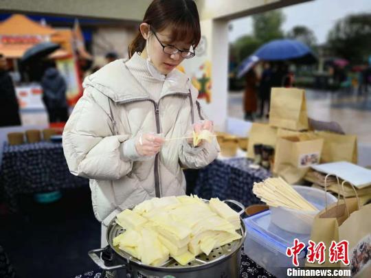 西安首届凉皮美食节开幕展示三秦饮食文化