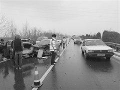 宁大高速发生4辆小轿车连续追尾事故 所幸无人员