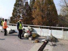 一快递车在武汉自燃 现场无人受伤