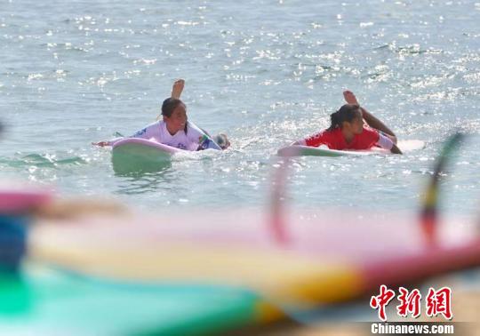 2018年全国冲浪冠军赛海南万宁开赛 红建强 摄