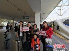 珠三角开往大凉山扶贫专列D1853次列