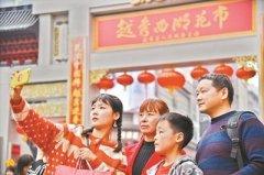 广州传统花市全面开锣 中小学生义