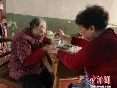 武汉白沙洲堤后社区一六旬阿姨义