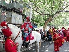 郑州一对新人举行传统的中式婚礼