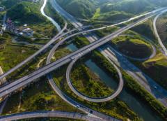广西防城至东兴高速公路顺利通过