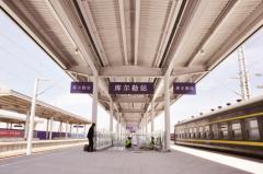 库尔勒火车站三站台正式投入使用