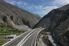 四川省汶马高速今起分段试通车 开