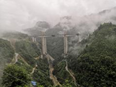贵州省三独高速打见河大桥双幅合