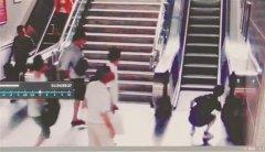 武汉一对七旬夫妇出地铁站时相继