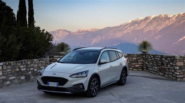 实用性媲美SUV 国产福克斯Active将8月上市:油耗5.5L