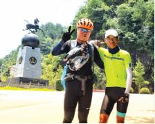大学毕业后 蒲良民孤身一人骑自行车从北京回到家