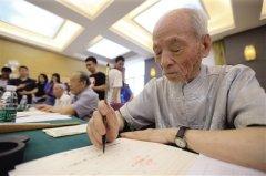陕西师大老教授已坚持13年手书录取通知书向孩子