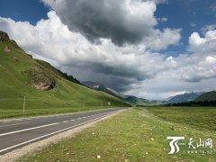 新疆乔尔玛至尼勒克公路9月底通车
