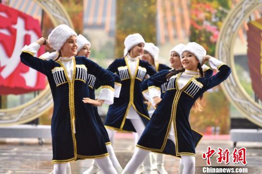 """2019年8月10日,第八届""""欢动北京""""国际青少年文化艺术交流周开幕式在北京世园会妫汭剧场举办。主办方供图"""