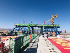 青海湖最大支流规模最大桥梁顺利